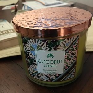 Bath & Body Works COCONUT LEAVES 3 Wick Candle-NEW